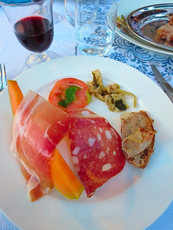 The melone e prosciutto were amazing!!